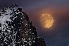 La luna sale detras de la Aguille San Nom (Chamonix)  DSC2100 copia r by tomas meson
