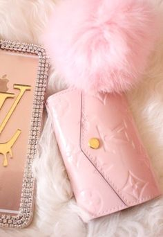 Find images and videos about pink, girly and iphone on We Heart It - the app to get lost in what you love. Cute Cases, Cute Phone Cases, Iphone Phone Cases, Pink Phone Cases, Iphone Skins, Portable Apple, Girly Girl, Look Casual, Casual Chic