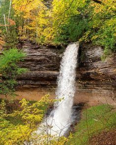 Waterfall Gallery - State of Michigan Munising Falls, Michigan Waterfalls, World Weather, Beautiful Places, Beautiful Pictures, Waterfall Photo, State Of Michigan, Laundry Hacks, Upper Peninsula