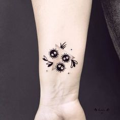 ivy tattoo vines black and white - ivy tattoo ; ivy tattoo vines for women ; ivy tattoo vines black and white Mini Tattoos, Body Art Tattoos, Small Tattoos, Sleeve Tattoos, Tattoo Sleeves, Tatoos, Tattoo Art, Tatuaje Studio Ghibli, Studio Ghibli Tattoo