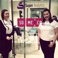 Someco tuotti #TEDxTurku -tapahtuman sosiaaliset sisällöt. Kuvassa Anna ja Petra Somecosta TEDx-tunnelmissa!