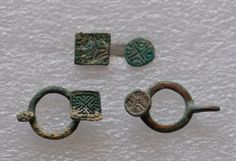 Amlash Bactrian bronze belt buckles and Amlash bronze pendants with same decoration, 1st millenium B.C. Private collection