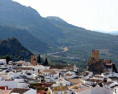 """#Córdoba - #Zuheros - Vista general  37º 32' 38"""" - 4º 18' 43"""" Famosa por sus calles empinadas y su castillo excavado en la roca. Otros edificios característicos son su iglesia del siglo XVI, o su museo arqueológico."""