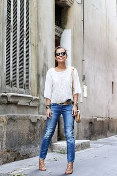 Blouse-Ripped_Jeans-Lace_Sandals-Rebecca_Minkoff_Bag-Street_style-Outfit-7