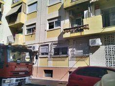 Incendio en el balcón de un primer piso en el barrio de Cayitas