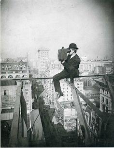 Quien algo quiere algo le cuesta.   Above Fifth Avenue 1905