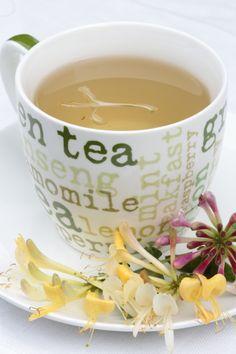 Tea from your own garden: tea with honeysuckle (Lonicera)