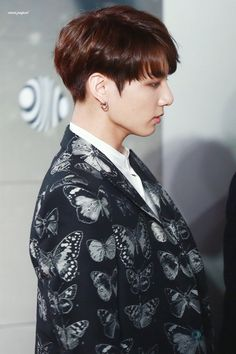 Find images and videos about kpop, bts and jungkook on We Heart It - the app to get lost in what you love. Kookie Bts, Jungkook Oppa, Bts Bangtan Boy, Taehyung, Jung Kook, Namjoon, Hoseok, Busan, K Pop