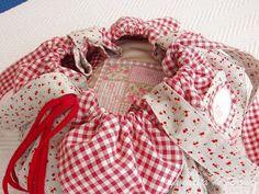 La casita de Rosa: Tutorial bolsa de costuras Sewing Hacks, Sewing Tips, Drawstring Backpack, Baby Car Seats, Purses And Bags, Patches, Couture, Quilts, Ideas Para