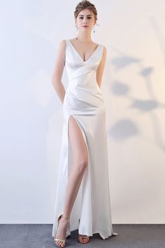 White Dress Outfit, Dress Outfits, Fashion Dresses, Party Dresses For Women, Girls Dresses, Cocktail Bridesmaid Dresses, Different Dresses, Black Cocktail Dress, Mode Style