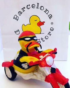 New member of Barcelona Duck Store #adoptaunpato #harleydavidson  #moto  #duck #patito #barcelona #barcelonaduckstore #regalito #regalet #rubberduck by barcelonaduckstore