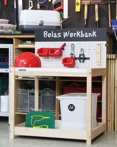 Da lässt sich doch was draus machen! Dieser IKEA SNIGLAR Hack macht aus dem Wickeltisch eine Werkbank. Hier geht´s zur Anleitung!