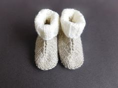 This Baby Hug Boots Free Knitting Pattern are a great unisex pattern that's very quick and easy to make. Make one now with the free pattern provided by the link below. Baby Booties Knitting Pattern, Baby Booties Free Pattern, Baby Boy Knitting Patterns, Baby Patterns, Crochet Patterns, Sewing Patterns, Knitted Baby Boots, Knit Baby Shoes, Knit Baby Booties
