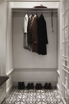 Fashion, models, menswear, streetstyle and home interior - Modern Moreau Tiled Hallway, Entry Hallway, Entrance Hall, Entry Closet, Hall Closet, House Entrance, Home Interior, Interior Architecture, Interior Design