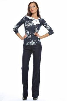 Tinuta bluza tricot imprimat cu maneci 3/4 si pantalon drept cu betelie.