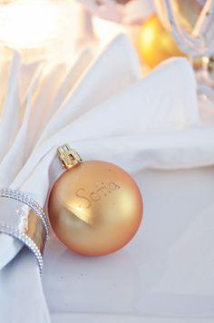 Joulupallo nimikorttina Homemade Christmas, Christmas Bulbs, Pearl Earrings, Pearls, Holiday Decor, Jewelry, Pearl Studs, Jewlery, Christmas Light Bulbs