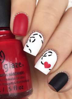 Romantic, cute and lovely valentine's day nails. Make your nails special for this special day. Fancy Nails, Love Nails, Diy Nails, How To Do Nails, Pretty Nails, Bling Nails, Nail Lacquer, Valentine Nail Art, Heart Nails