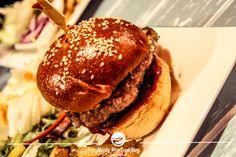 Zwei Burger und Zwei Pizzen zum Preis von EINEM Burger? Wie man das anstellt? Schritt 1: Geh ins The Lab! Wenns nur nicht auf der Boku wäre :( Lab, Pizza, Hamburger, Ethnic Recipes, Travel, Food, Voyage, Meal, Hamburgers