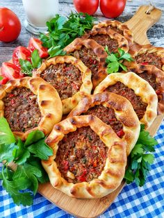 Baked Mouth Open Recipe - Cahide Sultan بِسْمِ اللهِ الر Ù . Lunch Recipes, Meat Recipes, Cooking Recipes, Pizza Recipes, Best Appetizers, Appetizer Recipes, Turkish Recipes, Ethnic Recipes, Open Recipe