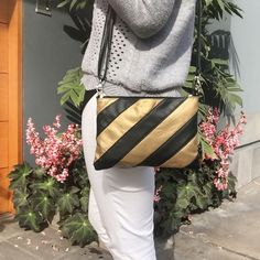 cartera-carteras-carteras de cuero-carteras de moda- carteras Peru-carteras Lima- carteras en oferta-handbags-bags-fashion bags-leather bags-PLUMSHOPONLINE.COM - Te imaginas a ti misma con esta cartera? - Cartera de cuero múltiuso LARA en negro con dorado - Consíguela AHORA en la tienda online de Plum: http://ift.tt/2hlbSzb