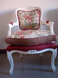 Poltrona Luiz XV, tecido linho compoisição de flores,e estampados, lisos