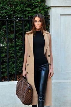 Camel double breasted sleeveless long coat, high waist black leather pants, black patent and suede heeled sneakers by Jimmy Choo Leather Pants Outfit, Black Leather Pants, Leather Leggings, Fall Winter Outfits, Autumn Winter Fashion, Look Fashion, Fashion Outfits, Fashion Trends, Fashion Styles