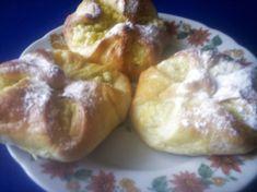 Túrós batyu - nagyikonyhaja.lapunk.hu Baked Potato, Dairy, Potatoes, Cheese, Baking, Ethnic Recipes, Desserts, Food, Tailgate Desserts
