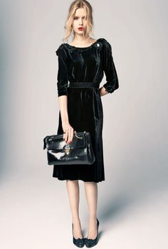 Строгое платье из бархата
