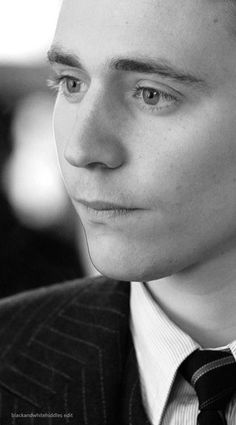 Tom Hiddleston - looks like a younger hiddles! Sooo cute :)