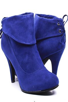 Smooth velvet upper in an ankle bootie