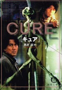 """El policía Takabe investiga unos extraños asesinatos. Las víctimas aparecen con una herida de arma blanca en forma de """"x"""" y los culpables son personas totalmente normales sin ningun motivo para haber cometido el asesinato. Takabe empieza a sospechar que algo está influenciando a la gente para matar..."""
