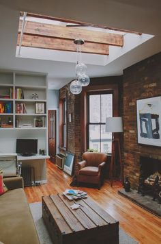 New apartment living room men exposed brick ideas Design Apartment, Apartment Living, Apartment Interior, Apartment Layout, Bachelor Apartment Decor, Bachelor Pad Decor, Attic Apartment, Room Interior, Home Design Decor