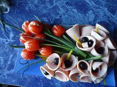 Aperitive pentru Paste. Idei de platouri - Case practice Caprese Salad, Sushi, Paste, Ethnic Recipes, Food, Google, Essen, Meals, Yemek