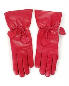 Gorgeous half-long leather glove with a heart decorated drawstring in the wrist. Nuns Habits, Out To Lunch, Red Accessories, Dress Gloves, Love Hat, Holiday Dresses, Leather Gloves, Fashion Bags, Lady In Red