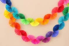 Rainbow Fan Garland {Easy DIY Party Decoration} - Ice Cream Off Paper Plates - - Rainbow fan garland that is so easy to make! You only need scissors, tape and paper to create this colorful DIY decoration for a rainbow theme party . Rainbow Fan, Rainbow Paper, Rainbow Crafts, Rainbow Theme, Easy Party Decorations, Paper Decorations, Diy Decoration, Paper Garlands, Decor Ideas