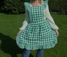 She took one curtain with two tie backs and made them into this apron.