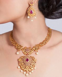 Buy the best Choker Indian Jewelry online from the top Choker manufacturer. Shop Ila Choker Set online from the top brand for the best traditional and classy looks. Pearl Jewelry, Bridal Jewelry, Jewelry Necklaces, Silver Jewelry, Diamond Jewelry, Silver Earrings, Diamond Choker, Long Necklaces, Choker Necklaces
