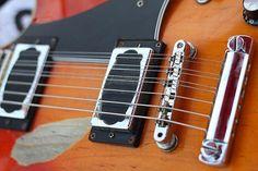 Vale a pena ver  Top 10 guitarras bizarrasTop 10 Guitarras bizarras Além de serem os pilares do projeto da guitarra elétrica, Fender Stratocaster e Telecaster, Gibson Les Paul e SG (e mui...