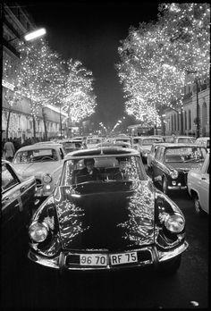 Bruno Barbey: Citroën DS, Paris, 1967.