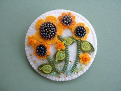 Felt Beaded Sunflower Pin by Beedeebabee on Etsy Felt Embroidery, Felt Applique, Felted Wool Crafts, Felt Decorations, Felt Brooch, Felt Fabric, Felt Diy, Felt Hearts, Felt Christmas