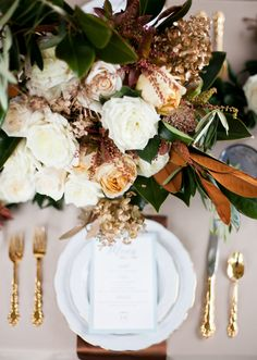 Autumn table - gold flatware Photography: Jen & Chris Creed