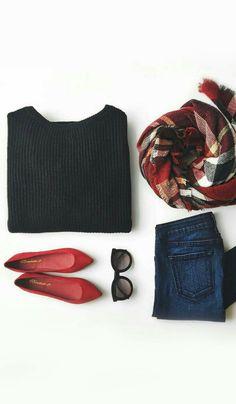 Jeans bleue, pull noir, ballerine rouge, écharpe rouge