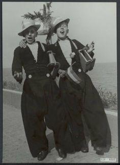Bevrijdingsfeesten. Volendam viert feest Datum juli 1945 Locatie Noord-Holland, Volendam Trefwoorden feesten, klederdrachten, mannen, tweede wereldoorlog Fotograaf Andriesse, Emmy / Anefo