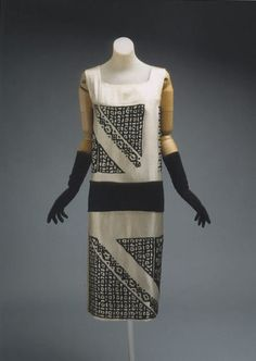 omgthatdress: Jeanne Lanvin dress ca. 1924 via The Costume Institute of the Metropolitan Museum of Art 20s Fashion, Art Deco Fashion, Fashion History, Vintage Fashion, Fashion Design, Fashion Dresses, Fashion Styles, Girl Fashion, Jeanne Lanvin