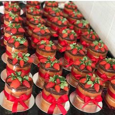 The video consists of 23 Christmas craft ideas. Bon Dessert, Dessert Table, Mini Cakes, Cupcake Cakes, Cake Story, Mothers Day Cupcakes, Cake Recipes, Dessert Recipes, Valentine Cookies