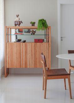 Cristaleira Lider interiores Ripinha - sala jantar por Amis Arquitetura