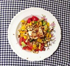 bunter Quinoa Salat mit Kichererbsen und Feta von @sarahkrisenherd