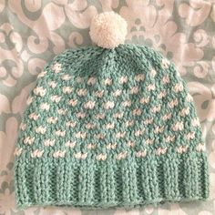Polka dot bobble hat knitting pattern - perfect for winter!