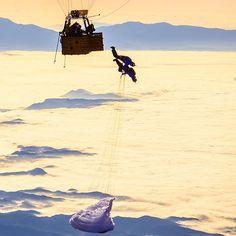 """Downward Dog."" 📷: @iammrshit 🏃🏼: @acroracio @hpitocco #paragliding #skydiving #basejump #givesyouwings #followback #FF #L4L"
