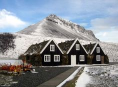 Hrafnseyri is the birthplace of Jón Sigurðsson, the leader of the 19th century Icelandic independence movement. His birth date was chosen to be the date of the Independence day in Iceland - June 17th :).